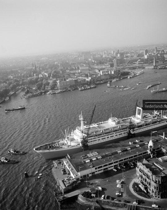 Stoomschip Rotterdam, Cas Oorthuys