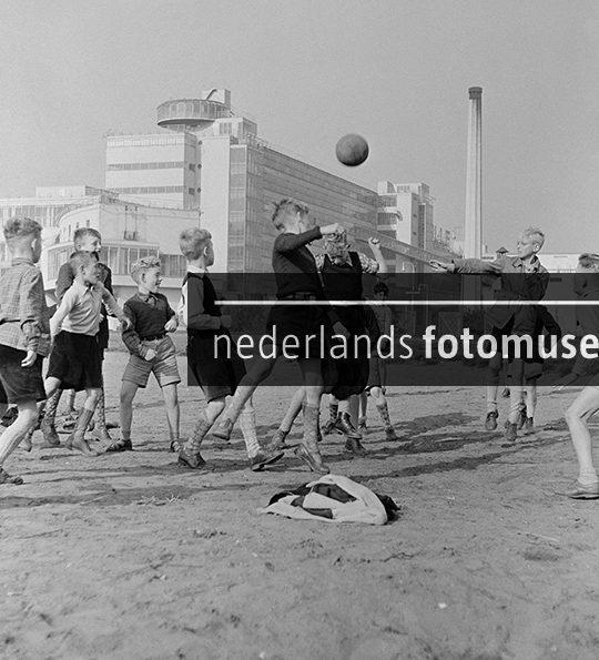 Voetballen bij de Van Nellefabriek, Ed van Wijk