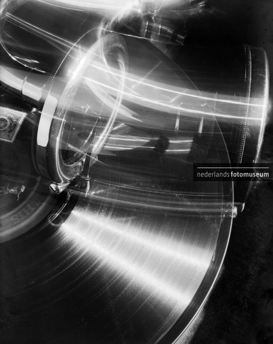Draaiende grammofoon, Paul Schuitema