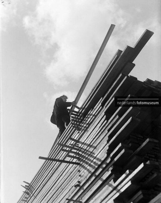 Stapel hout, Piet Zwart