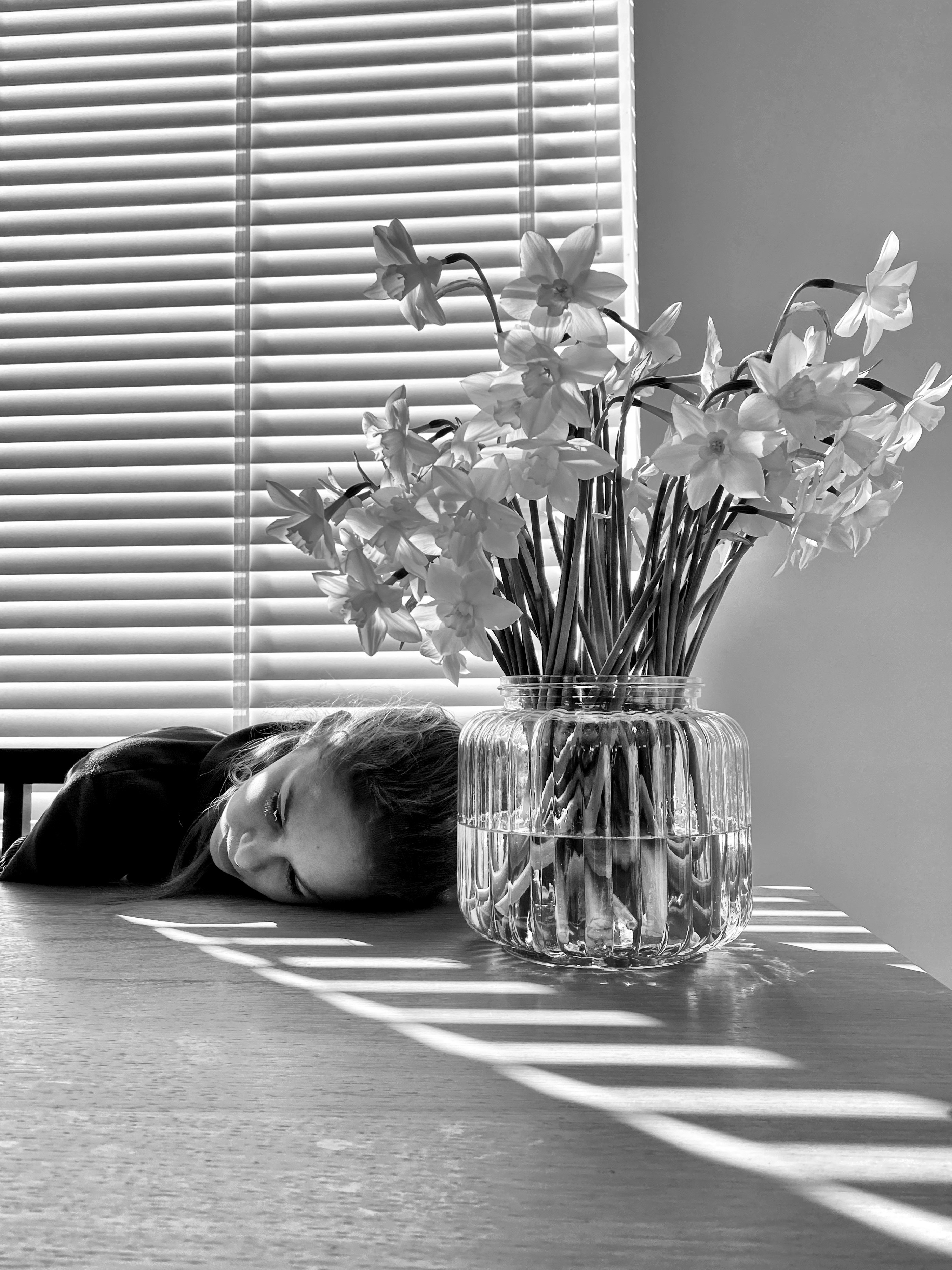 De bloemetjes binnen zetten © Lynda Molenaar